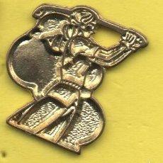 Coleccionismo deportivo: PIN DE DEPORTES-JUGADOR DE GOLF. Lote 58733568