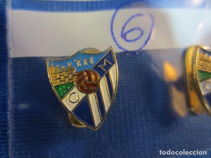 Coleccionismo deportivo: PAREJA DE INSIGNIAS DE EQUIPO DE FUTBOL - Foto 2 - 62087444