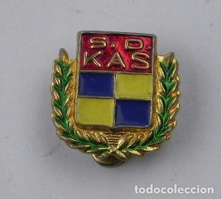 INSIGNIA ESMALTADA DE OJAL DEL EQUIPO DE BALONCESTO S.D. KAS, MIDE 1,5 CMS. (Coleccionismo Deportivo - Pins otros Deportes)