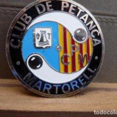 Coleccionismo deportivo: INSIGNIA CLUB DE PETANCA MARTORELL. Lote 80835463