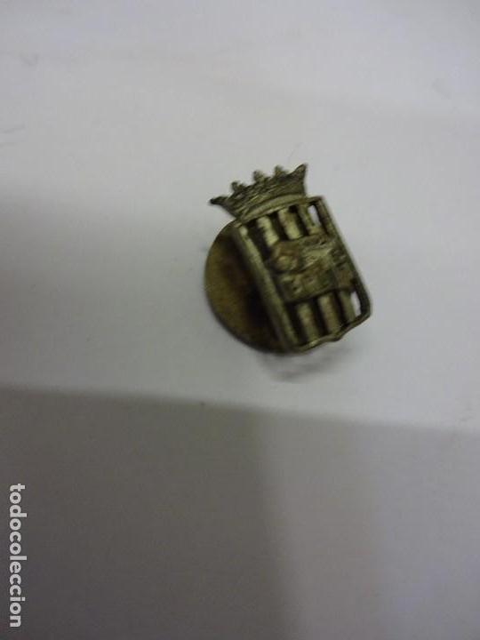 Coleccionismo deportivo: FCB. Federació Catalana de Baloncesto. Insignia y parche de tela ORIGINALES. Año 1923 y 1953 - Foto 2 - 84083224