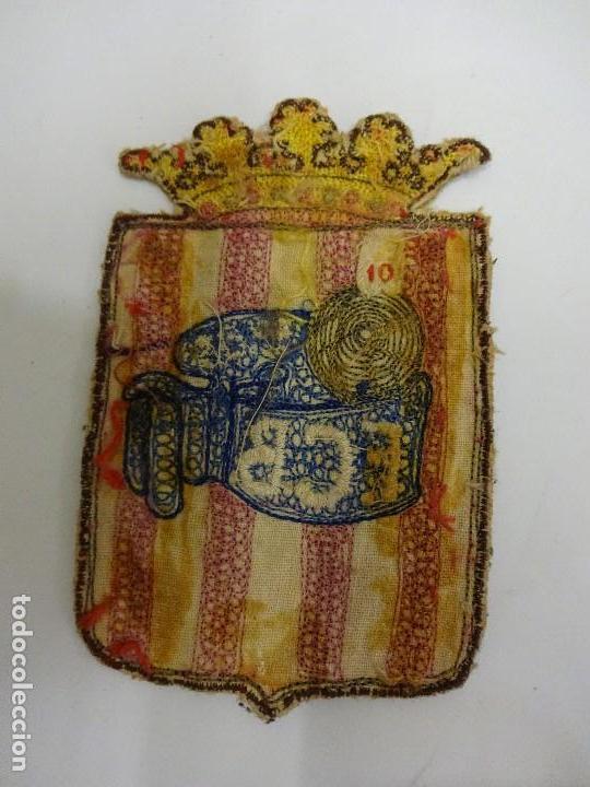 Coleccionismo deportivo: FCB. Federació Catalana de Baloncesto. Insignia y parche de tela ORIGINALES. Año 1923 y 1953 - Foto 4 - 84083224