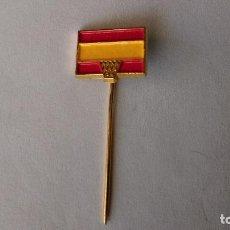 Coleccionismo deportivo: ANTIGUO PIN DE AGUJA LARGA BASQUET BASKET ESPAÑA OLIMPIADAS MUNDIAL BALONCESTO BANDERA. Lote 85821324