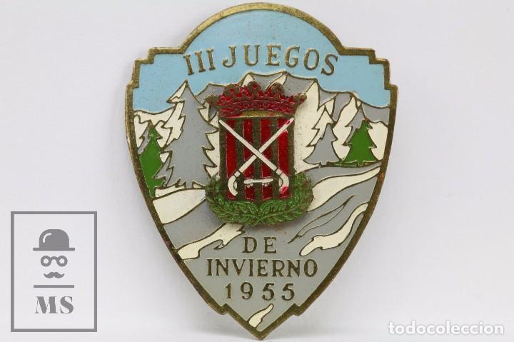 ANTIGUA INSIGNIA DE AGUJA - FEDERACIÓ CATALANA DE PATINATJE. III JUEGOS DE INVIERNO, 1955 - HOCKEY (Coleccionismo Deportivo - Pins otros Deportes)