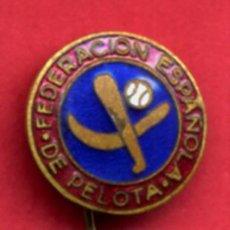 Coleccionismo deportivo: PIN FEDERACION ESPAÑOLA DE PELOTA , ESMALTE , AGUJA , ANTIGUO , ORIGINAL , P7. Lote 89587036