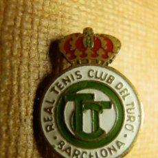 Coleccionismo deportivo: INSIGNIA - SUJECCIÓN MEDIANTE IMPERDIBLE - REAL TENIS CLUB DEL TURO - BARCELONA - . Lote 91584535