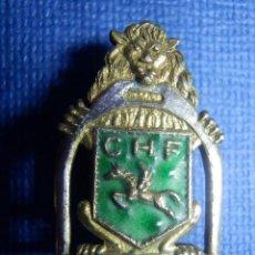 Coleccionismo deportivo: INSIGNIA ESMALTADA - PARA OJAL DE CHAQUETA - CLUB DE HÍPICA - C.H.F - CHF -. Lote 91765540
