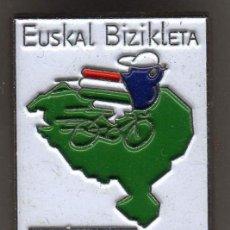 Colecionismo desportivo: PIN CICLISMO, EUSKAL BIZIKLETA BICICLETA VASCA. Lote 94320782