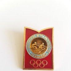 Coleccionismo deportivo: ESPECTACULAR PIN DE REMO DE LOS JUEGOS OLÍMPICOS DE MOSCÚ 1980. Lote 94426583
