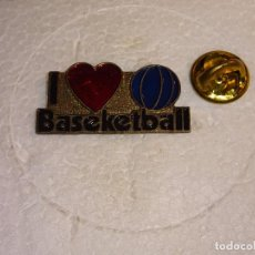 Coleccionismo deportivo: PIN DE DEPORTES. BALONCESTO. I LOVE BASKETBALL. Lote 115565924