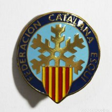 Coleccionismo deportivo: PIN INSIGNIA AGUJA 3 CM FEDERACION CATALANA DE ESQUI. Lote 99819683