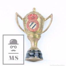 Coleccionismo deportivo: ANTIGUA INSIGNIA DE AGUJA - COPA LIGA CLUB DEPORTIVO ESPAÑOL - MEDIDAS 3 X 2 CM. Lote 101433115