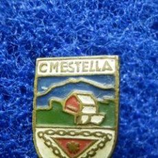 Coleccionismo deportivo: MUY ANTIGUA INSIGNIA - CLUB DE MONTAÑA ESTELLA - SUJECCIÓN CON IMPERDIBLE - PIN - SQUÍ - AÑOS 60 -. Lote 103245395