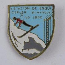 Coleccionismo deportivo: INSIGNIA DEPORTIVA ESMALTADA DE ESQUI DE CERLER, BENASQUE, SKI, MIDE 3 CMS. REVERSO CON ALFILER.. Lote 107478135
