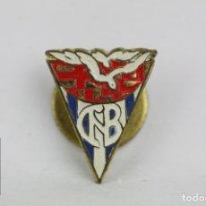 Coleccionismo deportivo: INSIGNIA DE SOLAPA - CLUB NATACIÓN BARCELONA - MEDIDAS 15 X 15 MM. Lote 109437895
