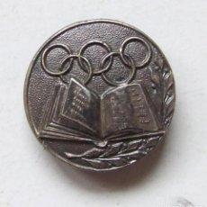 Coleccionismo deportivo: ANTIGUA INSIGNIA DE OJAL ANILLOS OLIMPICOS CON LIBRO. Lote 111610899