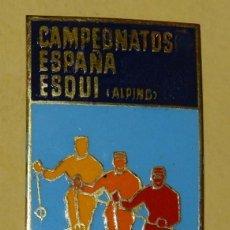Coleccionismo deportivo: ANTIGUA INSIGNIA ESMALTADA 1962 CAMPEONATOS ESPAÑA ESQUI ALPINO ANDORRA SKI MONTAÑA, MIDE 6 X 3 CMS.. Lote 113748363