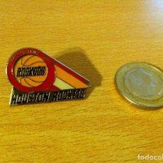 Coleccionismo deportivo: PIN USA DE BASKET NBA: HOUSTON ROCKETS. PETER DAVID, 1988. Lote 115574075