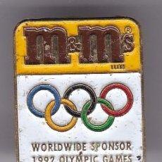 Coleccionismo deportivo: M&M'S - PIN DE LAS OLIMPIADAS DE BARCELONA 92 - AROS OLIMPICOS. Lote 115900679