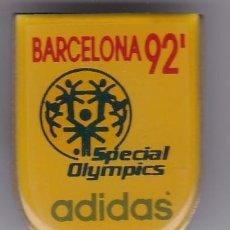 Coleccionismo deportivo: ADIDAS - PIN DE LAS OLIMPIADAS DE BARCELONA 92 - AROS OLIMPICOS. Lote 115903391