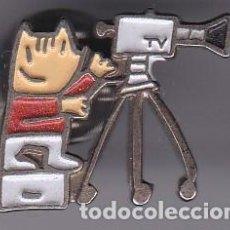 Colecionismo desportivo: CAMARA DE TELEVISION - PIN COLOR DE COBI DE LAS OLIMPIADAS DE BARCELONA 92. Lote 115916735