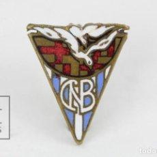 Coleccionismo deportivo: ANTIGUA INSIGNIA DE AGUJA ESMALTADA - CLUB NATACION BARCELONA - MEDIDAS 1,5 X 1,5 CM. Lote 117271399