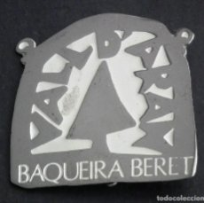 Coleccionismo deportivo: PIN INSIGNIA DE AGUJA: ALTA MONTAÑA VALL D´ARAN - BAQUEIRA BERET. Lote 119557203