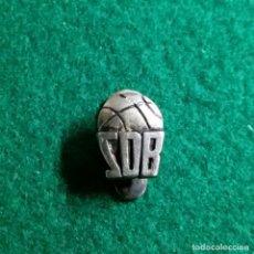 Coleccionismo deportivo: ANTIGUA INSIGNIA PIN DE OJAL O SOLAPA BASQUET BALONCESTO FUTBOL DEPORTE ZDB EN PLATA. Lote 123037591