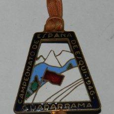 Coleccionismo deportivo: INSIGNIA ESMALTADA DEL CAMPEONATO DE ESPAÑA DE ESQUI 1946, GUADARRAMA, ESTACION DE ESQUI, MONTAÑISMO. Lote 123126451