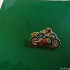 Coleccionismo deportivo: PIN DE SOLAPA DEL EQUIPO REPSOL DE MOTOCICLISMO. AÑOS 90. Lote 127741516
