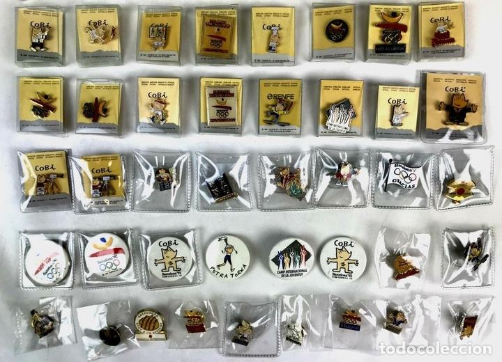 Coleccionismo deportivo: LOTE DE 70 PINS Y UNA MEDALLA CONMEMORATIVA. OLIMPIADAS BARCELONA 1992. - Foto 3 - 130474706