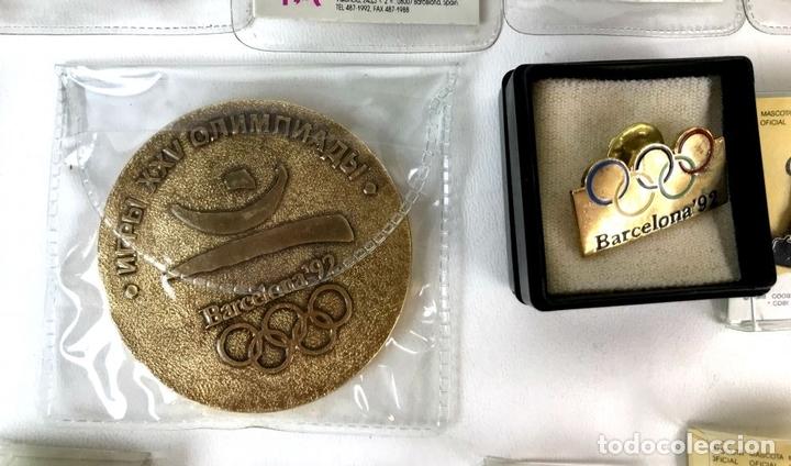 Coleccionismo deportivo: LOTE DE 70 PINS Y UNA MEDALLA CONMEMORATIVA. OLIMPIADAS BARCELONA 1992. - Foto 5 - 130474706