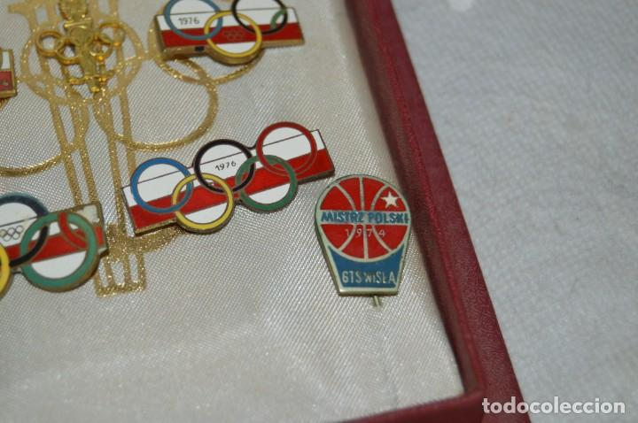 Coleccionismo deportivo: AÑO 1976 - DIVISA DE LOS DEPORTES DE POLONIA CON PINES - OLIMPIADAS DE MONTREAL DE 1976 - ENVÍO24H - Foto 11 - 134754042