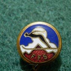 Coleccionismo deportivo: ANTIGUA INSIGNIA DE IMPERDIBLE - F.F.S - FEDERACIÓN FRANCESA DE SKI -. Lote 138153194