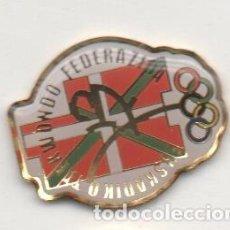 Colecionismo desportivo: PIN DE DEPORTES-FEDERACION VASCA DE TAEKWONDO. Lote 143998374