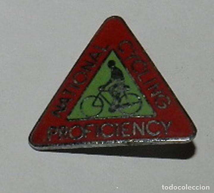 INSIGNIA ESMALTADA NATIONAL CYCLING PROFICIENCY, BADGE, CICLISMO, REVERSO CON ALFILER, MIDE 2,4 CMS. (Coleccionismo Deportivo - Pins otros Deportes)