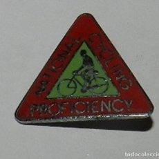 Coleccionismo deportivo: INSIGNIA ESMALTADA NATIONAL CYCLING PROFICIENCY, BADGE, CICLISMO, REVERSO CON ALFILER, MIDE 2,4 CMS.. Lote 144837702