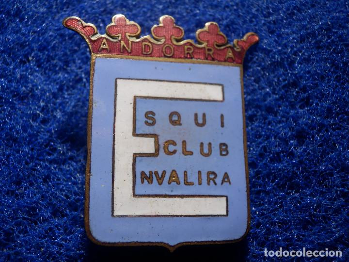 INSIGNIA ESMALTADA SKI Y MONTAÑA - ESQUI CLUB ENVALIRA - ANDORRA - GRAN TAMAÑO - 30 X 35 MM (Coleccionismo Deportivo - Pins otros Deportes)