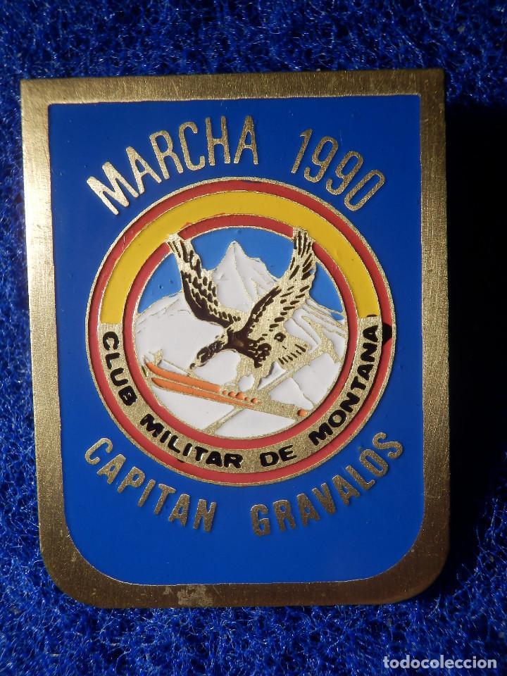 INSIGNIA DE IMPERDIBLE - CLUB MILITAR DE MONTAÑA - MARCHA 1990 - CAPITÁN GRAVALOS - 32,5 X 40 MM (Coleccionismo Deportivo - Pins otros Deportes)