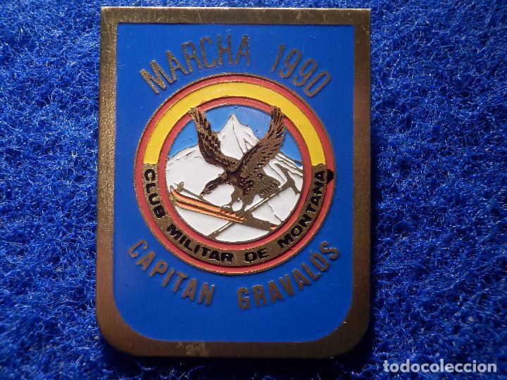 Coleccionismo deportivo: Insignia de Imperdible - Club militar de Montaña - Marcha 1990 - Capitán Gravalos - 32,5 x 40 mm - Foto 2 - 148488434