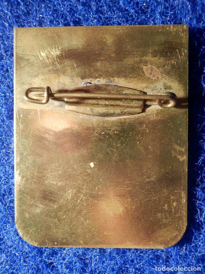 Coleccionismo deportivo: Insignia de Imperdible - Club militar de Montaña - Marcha 1990 - Capitán Gravalos - 32,5 x 40 mm - Foto 3 - 148488434
