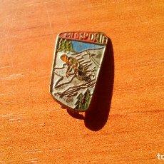 Coleccionismo deportivo: ANTIGUO PIN, INSIGNIA ESMALTADA DE AGUJA - MI DEPORTE, ESQUI. Lote 150348842