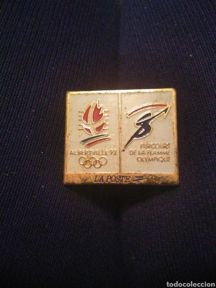 PIN JUEGOS OLIMPICOS ALBERTVILLE 1992 CON PUBLICIDAD LA POSTE. LA ANTORCHA (Coleccionismo Deportivo - Pins otros Deportes)