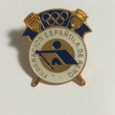 Coleccionismo deportivo: PIN REAL FEDERACION ESPAÑOLA DE REMO. Lote 152459362