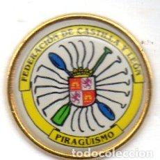 Colecionismo desportivo: PIN-FEDERACIÓN DE CASTILLA Y LEÓN DE PIRAGÜISMO. Lote 154837530
