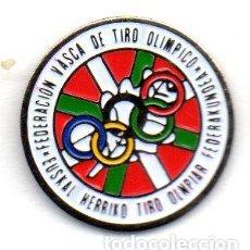 Coleccionismo deportivo: PIN-FEDERACION VASCA DE TIRO OLIMPICO. Lote 155700818