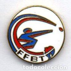 Coleccionismo deportivo: PIN-FEDERACIÓN PORTUGUESA DE FUTBOL. Lote 155700902