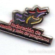 Coleccionismo deportivo: PIN-FEDERACION DE CASTILLA Y LEON DE PIRAGÜISMO. Lote 155701086