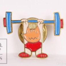 Coleccionismo deportivo: PIN DE DEPORTES - OLIMPIADAS BARCELONA 1992 / 92. COBI HALTEROFILIA - MEDIDAS 25 X 18 MM. Lote 156103438
