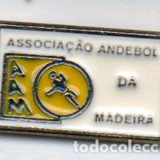 Coleccionismo deportivo: PIN-ASOCIACION DE BALONMANO DE MADEIRA. Lote 156657474